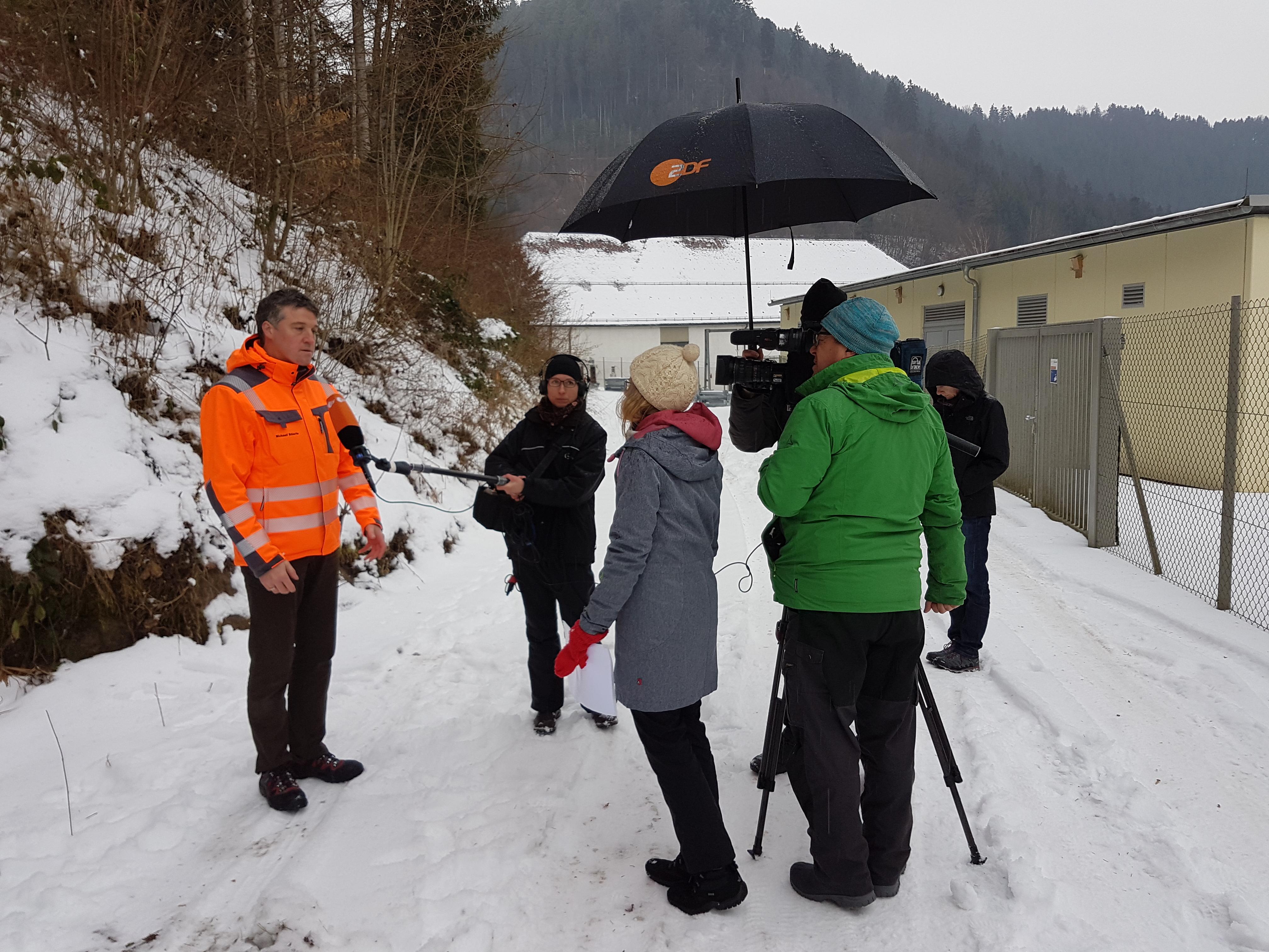 """Am 30.01.2017 fanden die Dreharbeiten für den Beitrag zur Hermann-Hesse-Bahn im Rahmen des ZDF-Mittagsmagazins """"drehscheibe"""" statt."""